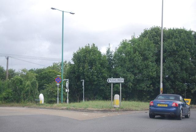 Bisham Roundabout, exit to Bisham Abbey