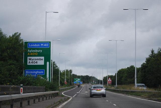 M40 north exit, A404