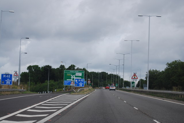 A404 approaching Handy Cross