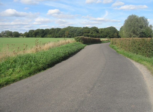 Lane towards Ramsdell