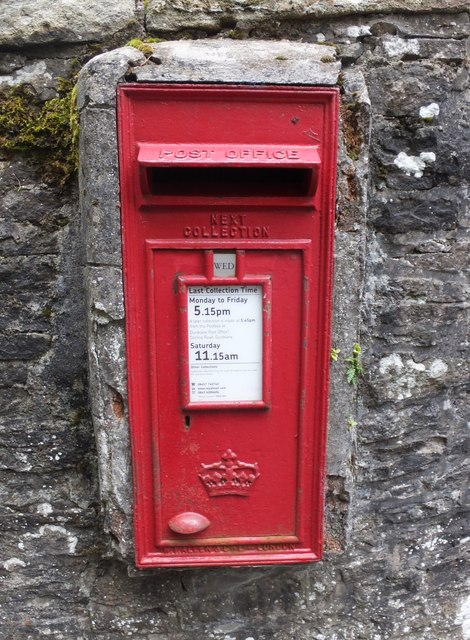 Post box without monarch's initials