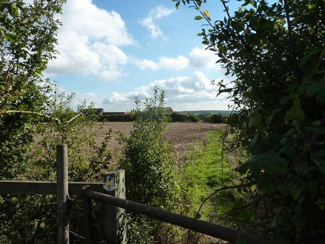 Approaching Holywell Farm