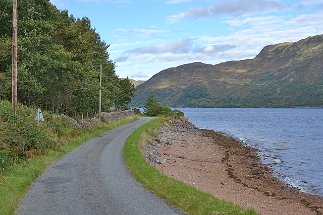 Road and shoreline at Ard an Eoin
