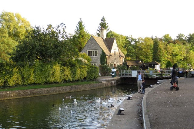 Iffley Lock looking downstream
