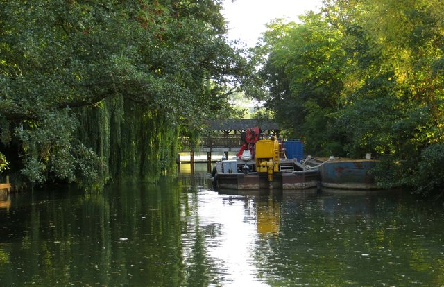 The River Thames behind the lock