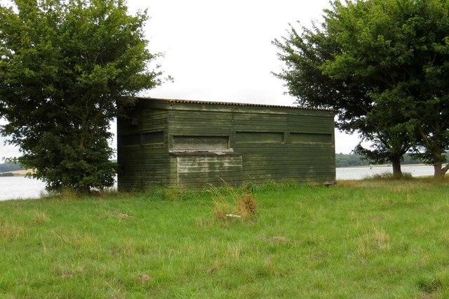 Birdwatching hide by Farmoor Reservoir