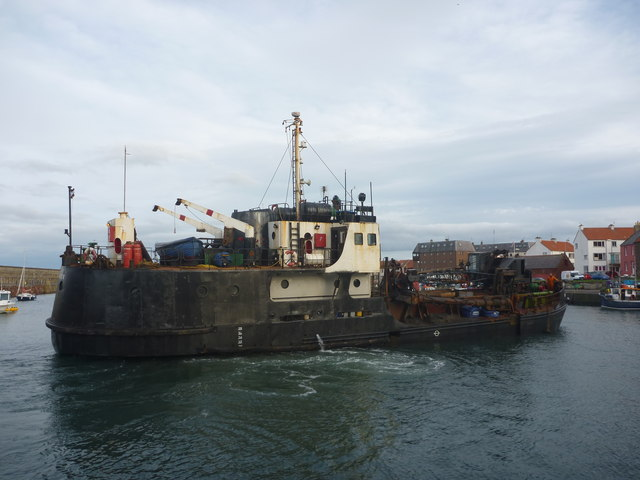Coastal East Lothian : MV Shearwater Does A Turn In Victoria Harbour