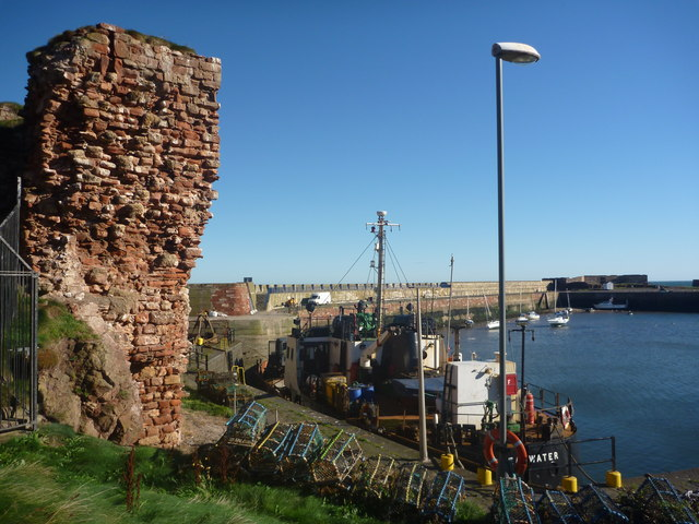 East Lothian Townscape : Wall And Lamp-post At Victoria Harbour, Dunbar