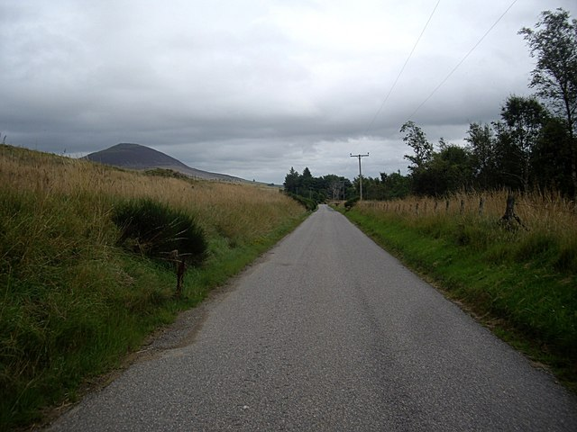 Approaching Bruntland from Broomhill Cottages