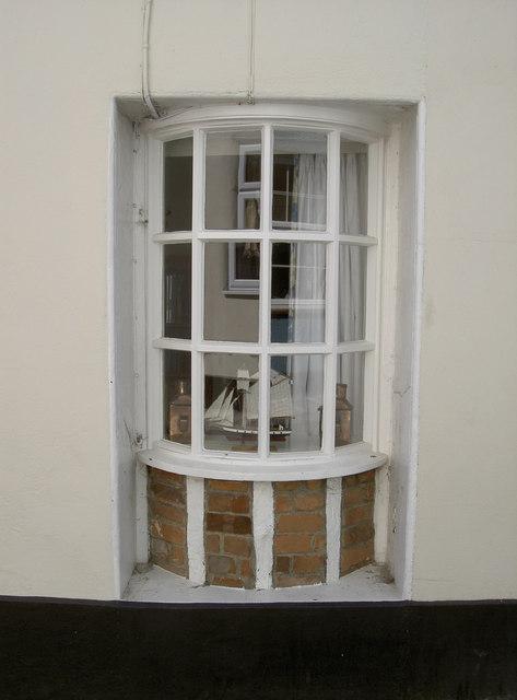 Recessed bay window