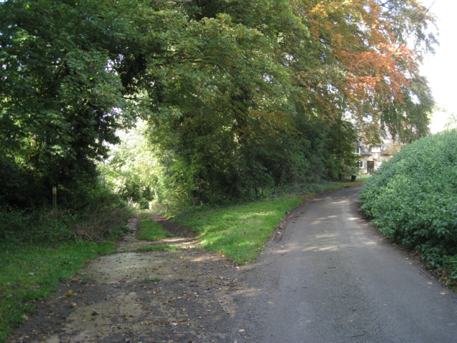Footpath leaves the road below the church, Wormleighton