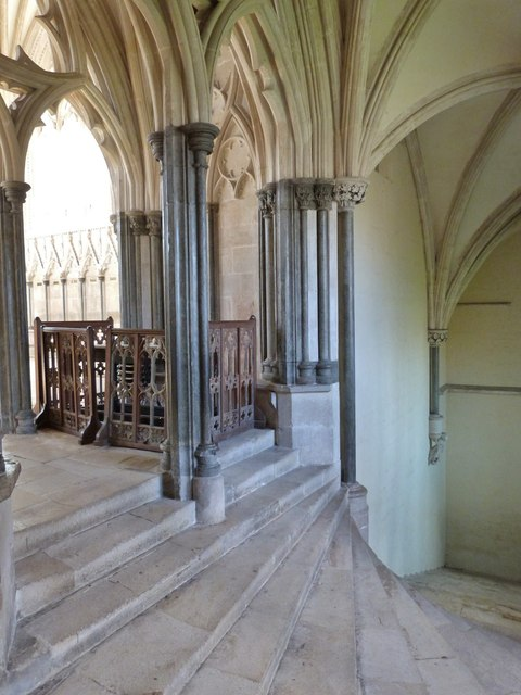 The steps up from the Choir to the Chapter House