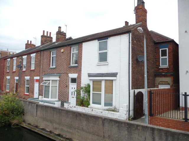 Houses on the north bank of Fossdyke, Lincoln