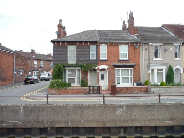 Once almost identical - houses on Foss Bank