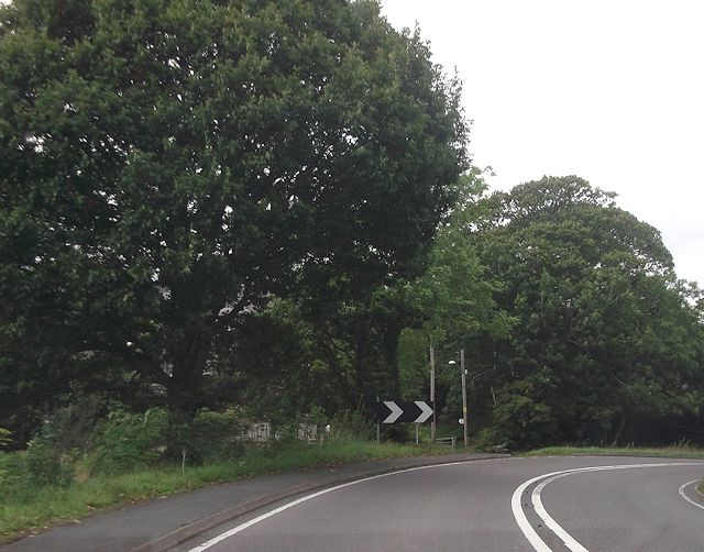 Sharp bend on A487
