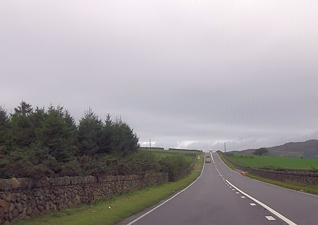Long straight near Llwyn Mafon Isaf entrance