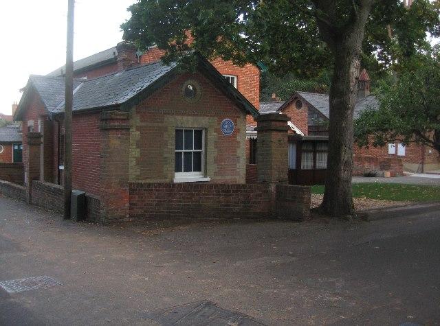 Blue plaque property - Sycamore Road