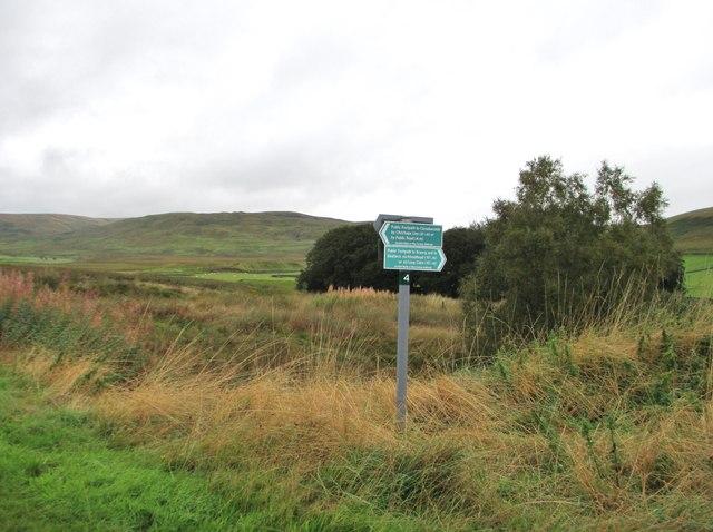 A footpath sign at Mitchellslacks