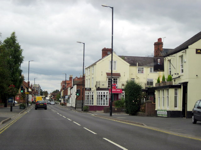 Warwick Road Kenilworth Passing The Earl Clarendon Public House