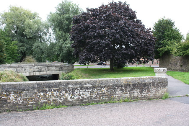 Prince's Bridge and Kings Road bridge over Mill Stream