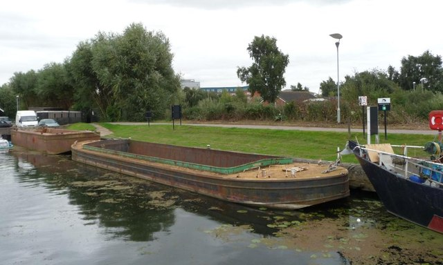 Dredging barges moored on Fossdyke south bank