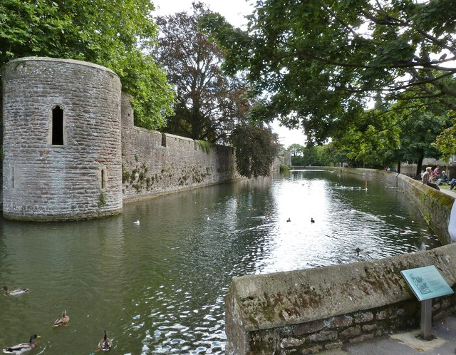 The Bishop's Palace moat, Wells