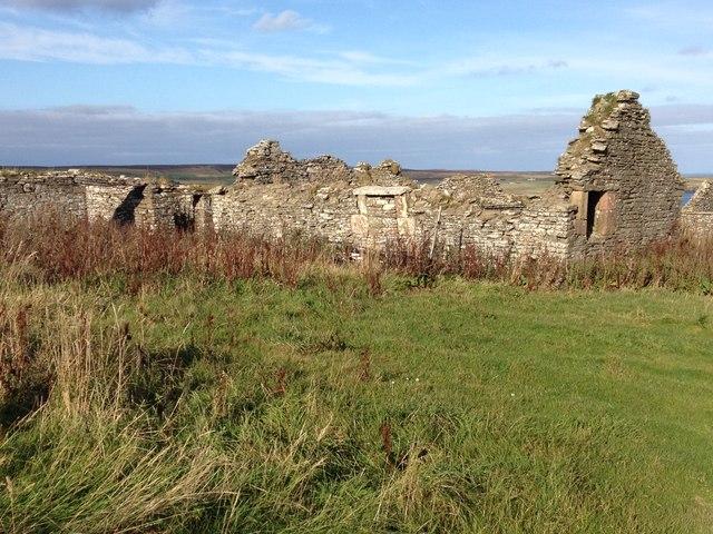 Ruined farm buildings near Freswick