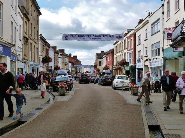 High Street Wells busy with people on market day