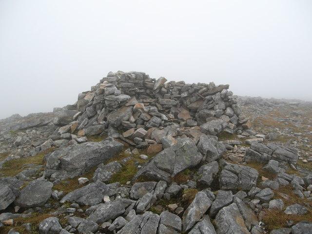 Shelter on Beinn Damh lower summit in cloud