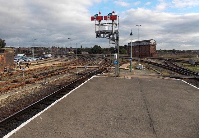 Semaphore signal bracket at the SE end of Shrewsbury railway station