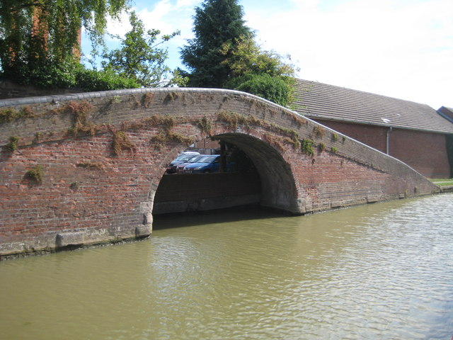 Grand Union Canal: Bridge Number 114A