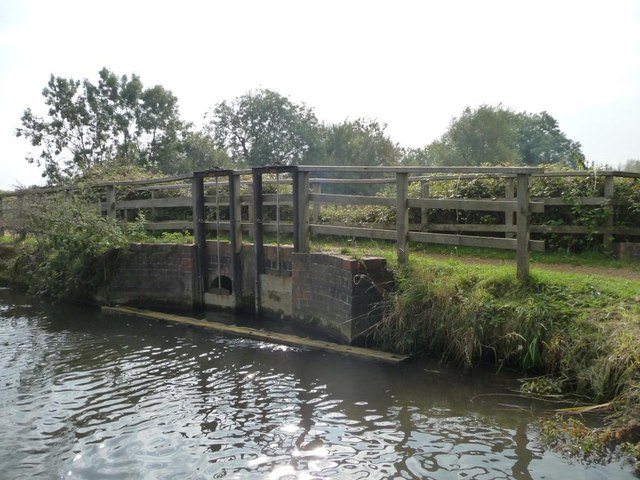 Sluice under the towpath, Kennet & Avon canal