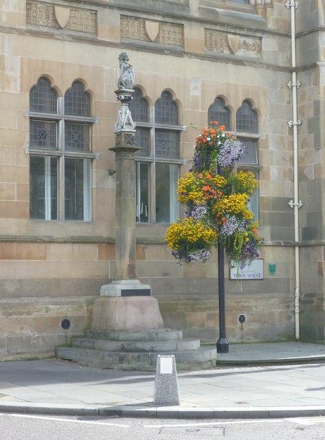 Mercat cross in the High Street