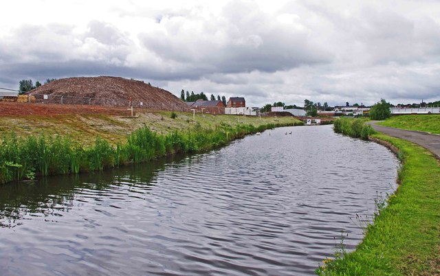 Staffs & Worcs Canal & adjacent building site, Kidderminster