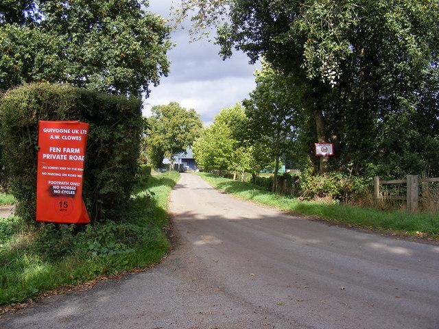 Footpath & entrance to Fen Farm