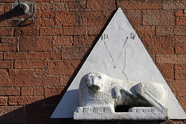 Stone Lion, Larbert Cross
