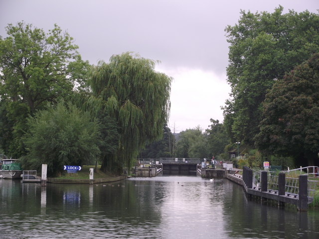 Mapledurham Lock, River Thames
