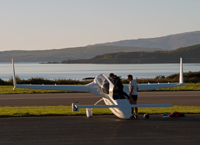 G-KENZ at Oban Airport - (1)