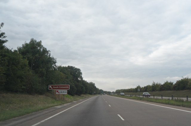 A419 approaching junction for the B4696