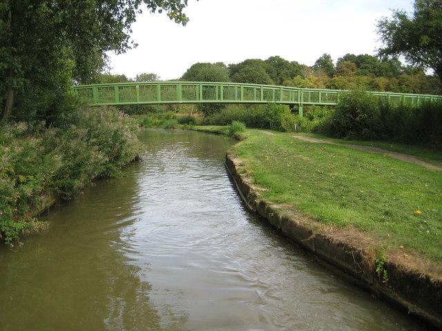 Grand Union Canal: Tiddenfoot Lake bridge & site of old swing bridge