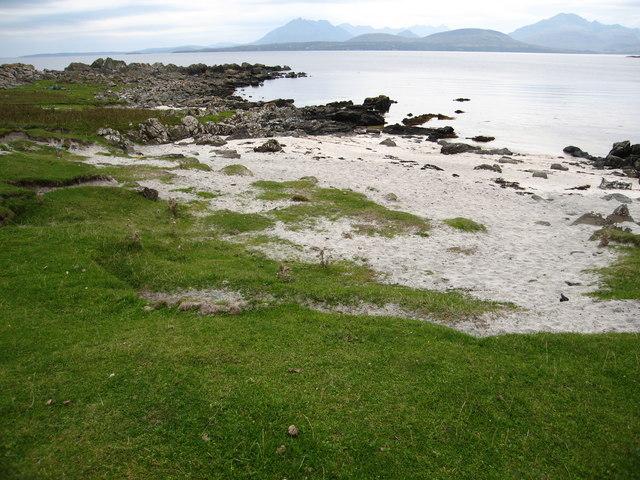 A tiny sandy beach on Rubha Sloc an Eòrna