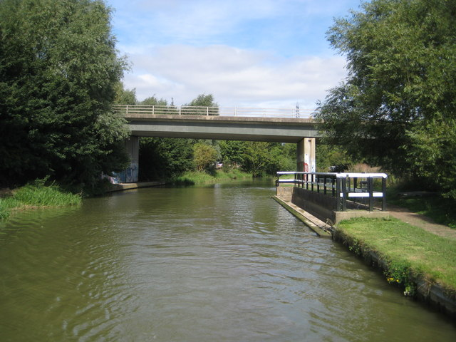 Grand Union Canal: Bridge Number 115B & River Ouzel overflow