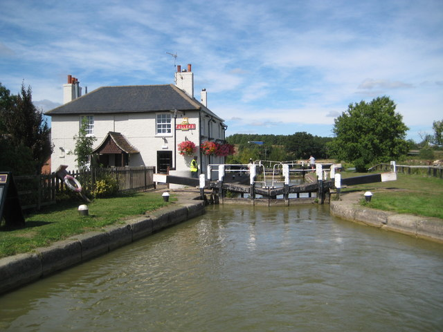 Grand Union Canal: Grove Lock Number 28
