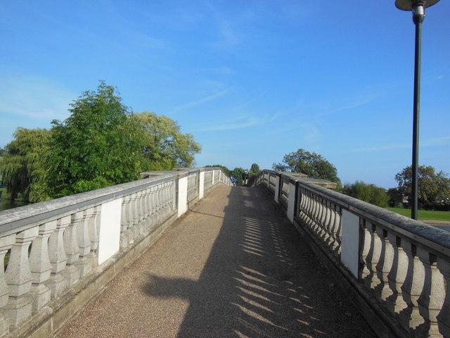 The bridge over East Park lake, Hull