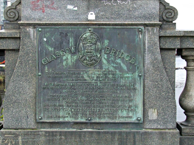 Bronze plaque on Glasgow Bridge