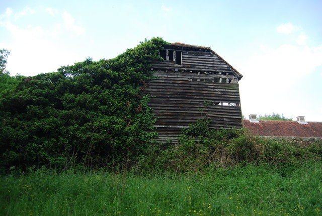 Derelict barn, Smockham Farm