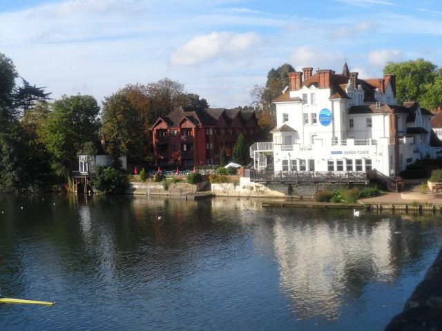 Thames Riviera hotel seen from Maidenhead Bridge