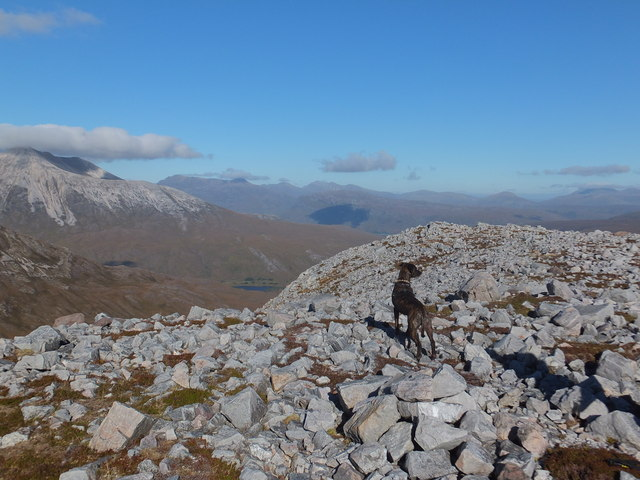 Minor summit to north east of Lochan Gobhlach