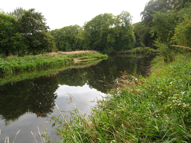 Tranquil bend in the River Don near Kemnay