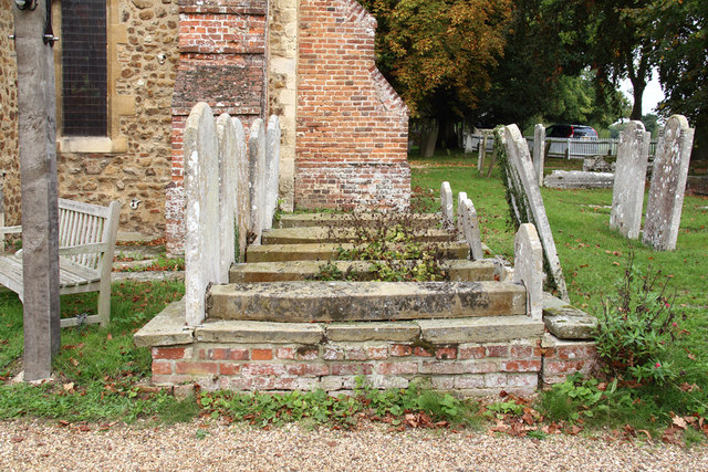 St Peter, Great Totham - Churchyard